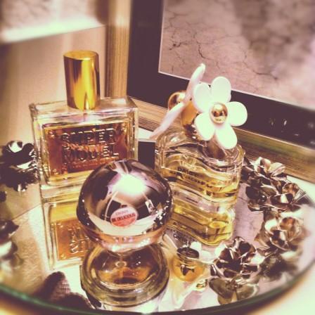 perfume vanity tray